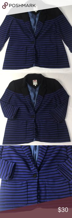 """Yoana Baraschi Apres Striped Boyfriend Blazer Excellent preowned condition  Navy Blue & Black Women's Size Large 1 Front Button Closure 2 front pockets  Pit to Pit 19"""" Cuffed Sleeve 19"""" Shoulder to Hem 25"""" Yoana Baraschi Jackets & Coats Blazers"""