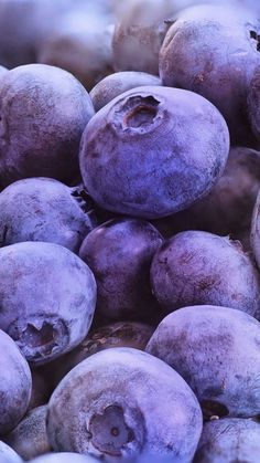 Fresh, blueberries, fruits, close up, wallpaper Food Wallpaper, Purple Wallpaper, Cute Wallpaper Backgrounds, Cute Wallpapers, Iphone Wallpaper, Lavender Aesthetic, Aesthetic Colors, Foto Macro, Fruit Photography