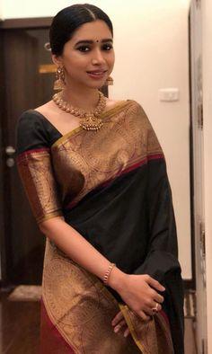 blouse patterns for kanjivaram sarees Silk Saree Blouse Designs, Blouse Patterns, Indian Dresses, Indian Outfits, Saris Indios, Sari Bluse, Indische Sarees, Bollywood, Outfits