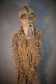 Nu in de #Catawiki veilingen: Exceptional Full SONGYE Costume with Kifwebe Mask. Democratic Republic of the Congo.