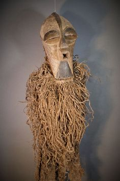 Nu in de #Catawiki veilingen: Exceptional Full SONGYE Costume with Kifwebe Mask. Democratic Republic of the Congo.