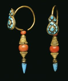 Nepal / Tibet || Pair of earrings; gold, turquoise, coral