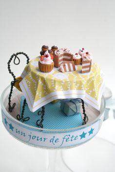 mini cloche à gâteaux, fimo, fil de fer et papier