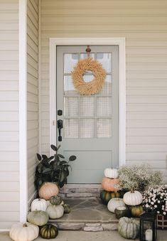 fall entry - love the door color, wreath, pumpkins, all of it! Fall Home Decor, Autumn Home, Holiday Decor, Elegant Fall Decor, Autumn Inspiration, Porch Decorating, Decoration, Easy, Front Porch