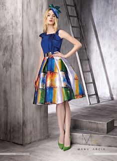 Short dress, the skirt is pleated in mikado with volume and metallic printed and silk pique body with the same tone that print. It has boat neckline in the front center and a drapped with a loop. Modest Dresses, Casual Dresses, Short Dresses, Fashion Dresses, Girls Dresses, Skirt Outfits, Chic Outfits, Colorful Fashion, The Dress