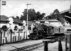 Raríssima fotografia do Tramway da Cantareira trafegando pela região do Tremembé. (Crédito: Divulgação / Acervo São Paulo Antiga)