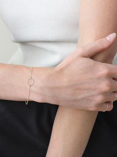 The always dainty Circle Bracelet in 14k solid yellow gold | Vrai & Oro
