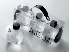 The circular shape of the bottle works well with water. It is like a drop of water. Also, the clear bottle works because you can see how clear the water is. Water Packaging, Beverage Packaging, Bottle Packaging, Brand Packaging, Beauty Packaging, Product Packaging, Label Design, Box Design, Package Design
