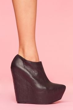 neeeeeeed! my first pair of designer shoes will be jeffrey campbell