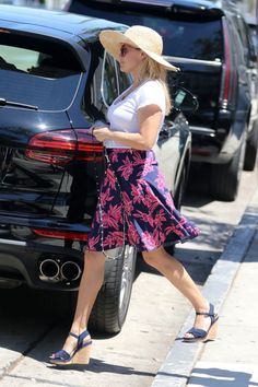 Reese Witherspoon summer delight in a pretty skirt... | Best Celebrity Legs in High Heels