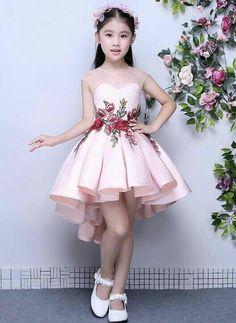 Kinderkleidung – fatma şahin – Join the world of pin Cute Little Girl Dresses, Dresses Kids Girl, Kids Outfits, Flower Girl Dresses, Fashion Kids, Women's Fashion, Dress Anak, Kids Gown, Kids Frocks