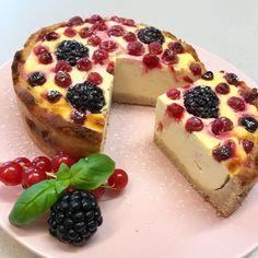 """Gefällt 453 Mal, 16 Kommentare - Anita (@anita.k88) auf Instagram: """"Guten Morgen 💞 heute gibt es wieder mal Kuchen zum Frühstück 🎂 ich habe diesen TOPFEN-BEEREN-KUCHEN…"""""""