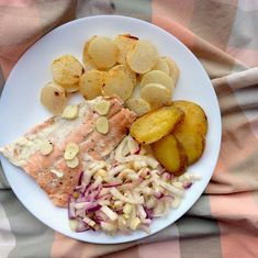 """Kateřina Gallinová on Instagram: """"Wild salmon in a parchment with butter, garlic and lemon, roasted white daikon radish and potatoes with butter, fennel with red onion and…"""" Fennel, Pasta Salad, Onion, Salmon, Seafood, Garlic, Roast, Butter, Potatoes"""