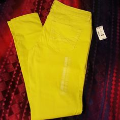 Neon Yellow Skinny Jeans/Jeggings Brand new Aeropostle skinnies. Stretch denim fabric for a great fit! Aeropostale Jeans Skinny
