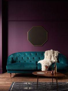 Dark Purple Walls, Purple Sofa, Purple Rooms, Green Sofa, Purple Interior, Room Interior, Home Decor Bedroom, Living Room Decor, Led Furniture