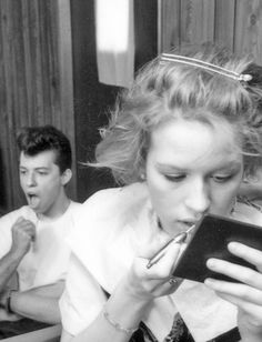 / Molly Ringwald and Jon Cryer, Pretty in Pink behind-the-scenes.