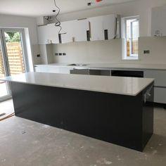 Aspen De Lusso- Purleigh, Chelmsford - Rock and Co Granite Ltd Dark Colors, Colours, Splashback, Aspen, Light In The Dark, Granite, Kitchen, Home Decor, Cooking
