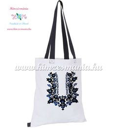 7e5622b1e2 Matyó mintás divatos fehér bevásárló táska, sötétkék vállpánttal, mely kézi  hímzéssel készült