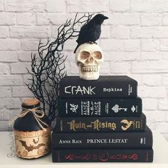 halloween  Bookstagram layout ideas and bookstagram inspiration