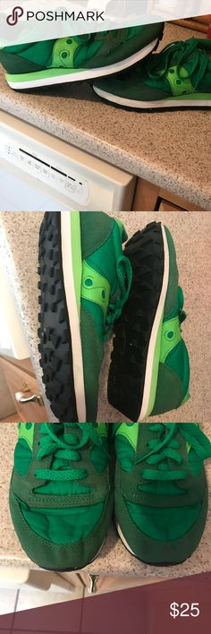Saucony Jazz wmns green on green wmns sz 8 leather Has leather trim wow the style that's the classic for saucony these retail in most NC sporting good stores for $110 this pair is like New worn maybe twice if that they are amazing clean from a smoke free Home wow Saucony Shoes Sneakers