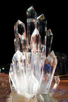 Giant Crystal Ice Sculpture (Creative Ice) Love this Minerals And Gemstones, Rocks And Minerals, Snow Sculptures, Metal Sculptures, Bronze Sculpture, Wood Sculpture, Crystal Aesthetic, Ice Art, Snow Art
