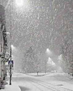 Awwww j'adore la neige – Winterbilder Winter Szenen, Winter Love, Winter Magic, Winter Night, Foto Picture, Snowy Day, Snow Scenes, Winter Pictures, Pictures Of Snow Falling