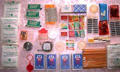Diverse Haushalt und Büroartikel: (Alles original DDR Produkte) DDR Reinigungsstab (OVP) für Kassettenrecorder - DDR Reinigungstuch für Schallplatten (OVP) - DDR Abzeichen - Originalverpackung DDR Würfelzucker - Milchkännchen - Senfbecher mit Deckel - 12 Streichholzschachteln - Eislöffel - Original ATA mit 3 verschiedenen Preisen (13, 14, und 15 Pfennig) - Koh i Noor Bleistifte (54 Stück) - viele Tintenpatronen - Milchflaschenverschluß - Schulpinsel - Untersetzer - DDR Tapetenkleister