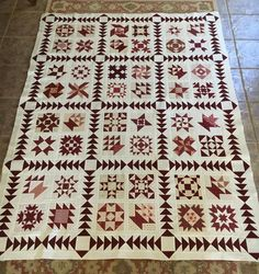 Red and White Christmas Quilts . Dazzling Red and White Christmas Quilts Patterns Free. Sampler Quilts, Scrappy Quilts, Blue Quilts, Quilt Sets, Quilt Blocks, Christmas Quilt Patterns, Christmas Quilting, Two Color Quilts, Red And White Quilts