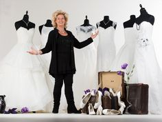 Ineke Ploegmakers is er trots op dat ze al ruim 45 jaar haar passie voor bruidsmode mag uitoefenen in haar werk als coupeuse. Naast het feit dat ze als hoofdcoupeuse iedereen aanstuurt, is ze vooral een gepassioneerde vakvrouw bij wie de ogen elke keer weer twinkelen als ze klanten helpt bij het uitkiezen van de perfecte bruidsjurk.  Lees verder op: https://www.koonings.com/over-koonings/say-yes-to-the-dress-benelux