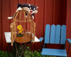 Here are two lovable characters you will recognise. A great piece perfect for your garden setting.