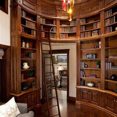 Traditional Library Room by THINK architecture Inc.