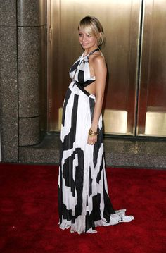 I think Nicole Richie singe handedly made the maxi cool again. Love this look. #bumpychic