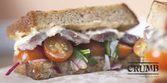 Crumb y sus sandwiches de autor reinventan el concepto de a sandwich como opción de slow food de calidad.