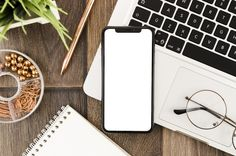 Top view smartphone template over workspace New Background Images, Beauty Background, Smartphone, Free Printable Wedding Invitations, Overlays Picsart, Phone Mockup, Flat Lay Photography, Flower Frame, Top View