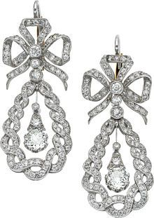 Diamond Platinum Earrings [The bow motif is very century in style. As for the diamond drop and the braided/wreath swag. Diamond Jewelry, Diamond Earrings, Bow Earrings, Antique Jewelry, Vintage Jewelry, Bijoux Art Nouveau, Jewelry Accessories, Jewelry Design, Platinum Earrings