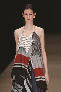 Eksplorasi Lurik Kontemporer Lulu Lutfi Labibi | Fashion Couture Fashion, Fashion Show, Fashion Outfits, Fasion, Womens Fashion, Blouse Batik, Batik Dress, Batik Fashion, Fashion Prints