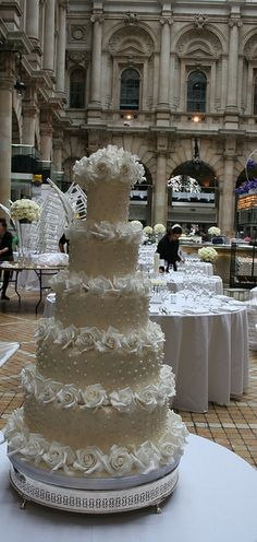 A replica of Tom Cruise and Katie Holmes' pearl-encrusted wedding cake, by Elizabeth's Cake Emporium. Scientologists not included. :)