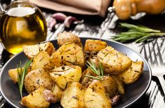 The Queen of Cooking has spoken, and she's revealed her trick to making the perfect roast potatoes every time. On last night's May) Britain's Best Home Cook Mary Berry revealed that coating roast potatoes in semolina is the secret to that perfectly cr Rosemary Roasted Potatoes, Easter Side Dishes, Side Dishes Easy, Creamed Peas, Veggie Casserole, Pig Roast, Cooking Recipes, Healthy Recipes, Home
