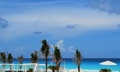 Did you know? Sandos Cancun's ocean waters are among the most beautiful in Cancun. #BeachThursday  ¿Sabías que? El océano de Sandos Cancún es uno de los más bellos en Cancún.#SandosCancun