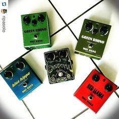 Cool collection from @ripasolo:  My current collection of pre- @jimdunlopusa @way.huge.electronics pedals all built by @jtripps himself.  New additions include the 1996 #GreenRhino Overdrive II which is 1 of 20 with purple lettering and the custom one-off #Overdover Tone Deforminator which was built by Jeorge for the Tsunami Relief Pedal Project in 2005. #wayhuge #pedalboard #jeorgetripps #overdrive #chorus #dunlop #effectpedal #gear_post #geartalk #thetonemob #guitargear #pedalboardfrenzy…