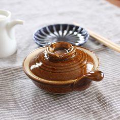 つるりとカラメル色の美しさ料理も映える飴釉あめゆうの食器を食卓に迎えよう