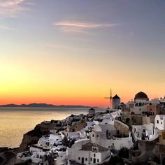 The most famous & magical sunset in the world ! Santorini island ( Σαντορίνη ) ❤️. Incredible nature looks like a fairy tale ... Must see place you will never forget it .