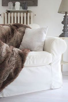 : Käsityöt - white sofa with faux fur blanket - neutrals Paris Home, Fur Blanket, Furniture Inspiration, Interior Inspiration, White Sofas, White Cottage, Inspired Homes, Warm And Cozy, Plaid