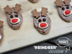 Easy and cute reindeer cookies for Christmas.