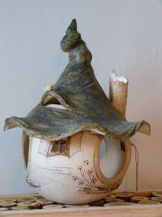 Homemade ceramics house fodder for birds: Ceramics Projects, Clay Projects, Clay Crafts, Clay Houses, Ceramic Houses, Clay Fairy House, Fairy Houses, Paper Clay, Clay Art