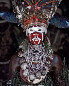 The Goroka Tribe from Papua New Guinea - Before they pass away by Jimmy Nelson Tribes Of The World, We Are The World, People Of The World, Cultures Du Monde, World Cultures, Papua Nova Guiné, Arte Plumaria, Jimmy Nelson, Art Afro