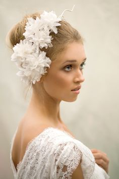 Fleur http://www.maggiemowbraymillinery.co.uk/bridal-millinery/fleur
