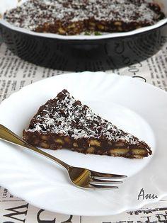 Има ли човек, който не обича шоколадови десерти? Особено с натрошени бисквити, орехи и топящ се белгийски шоколад...  Днешната торта ...
