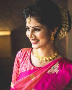 Maharashtrian Bridal Naths that are giving us major Indian Photoshoot, Saree Photoshoot, Bridal Photoshoot, Marathi Bride, Hindu Bride, Marathi Nath, Indian Bridal Photos, Indian Bridal Outfits, Indian Wedding Bride
