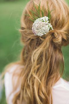 Farm Fresh Wedding Inspiration by Ashleigh Jayne and Angela Marie - Southern Weddings Malala Yousafzai, Cute Hairstyles, Wedding Hairstyles, Hairstyle Ideas, Queen Annes Lace, Pinterest Hair, Felder, Southern Weddings, Madame